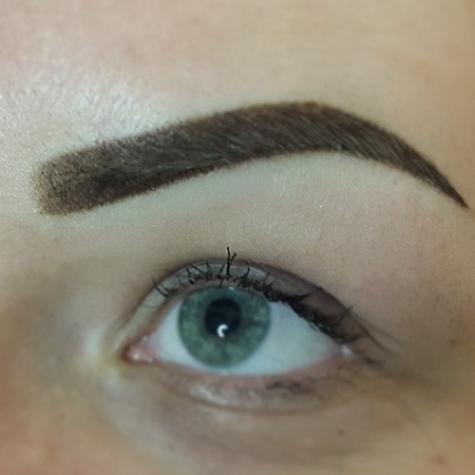 Augenbrauen Make-up von Tanja Ullrich Inhaberin von Tanja`s Nail Cosmetic in Landau an der Isar
