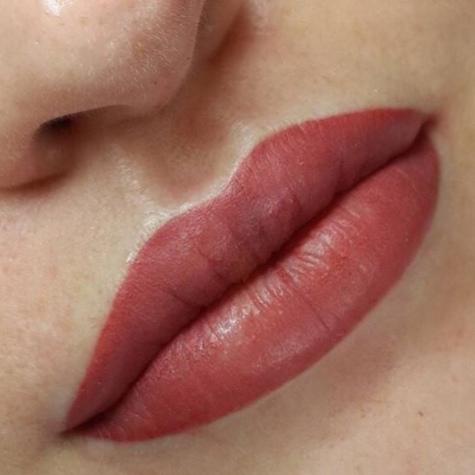 Volle Lippen von Tanja Ullrich Inhaberin von Tanja`s Nail Cosmetic in Landau an der Isar, schräg